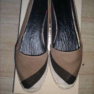 NEW : Burberry Women Flat loafer Shoe